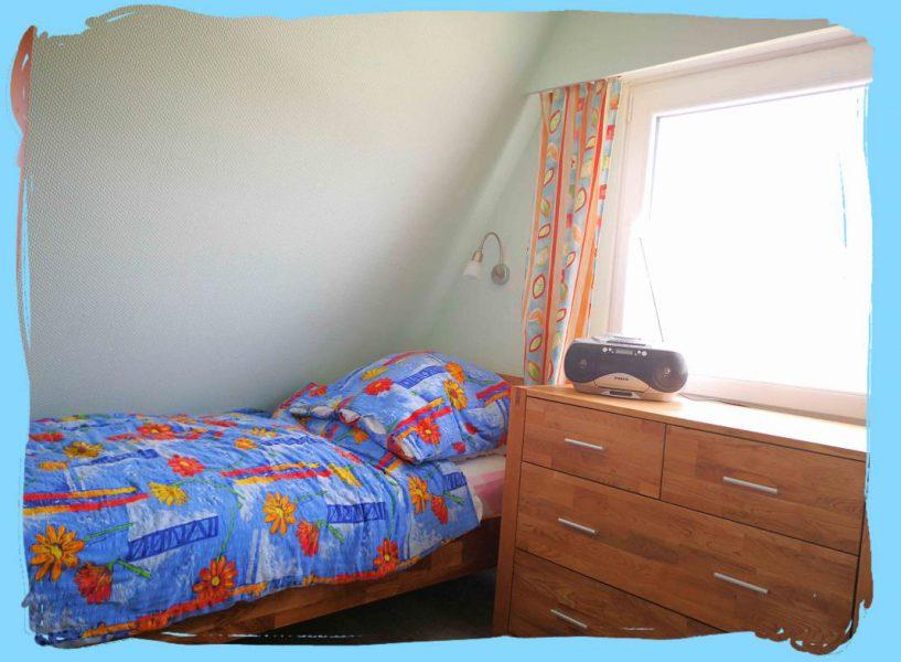 1Kleines Schlafzimmer 3